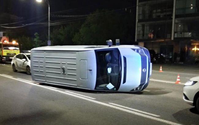 В Киеве произошло двойное ДТП, пострадал пешеход