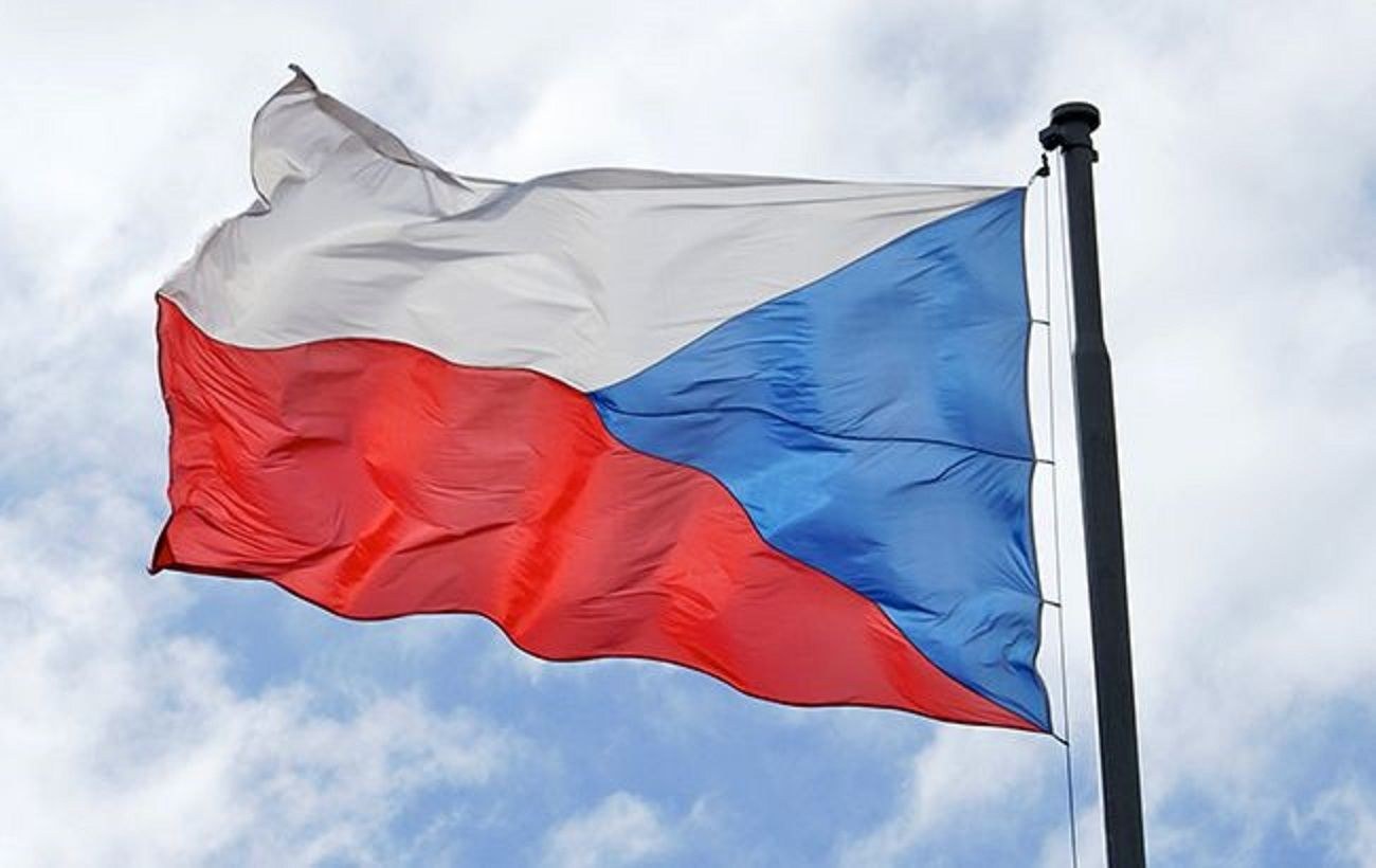 Чехия возобновила выдачу рабочих виз украинцам