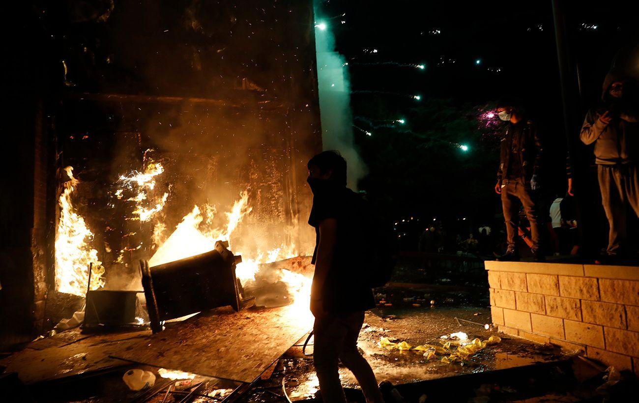 Протесты в Миннеаполисе: демонстранты сожгли полицейский участок