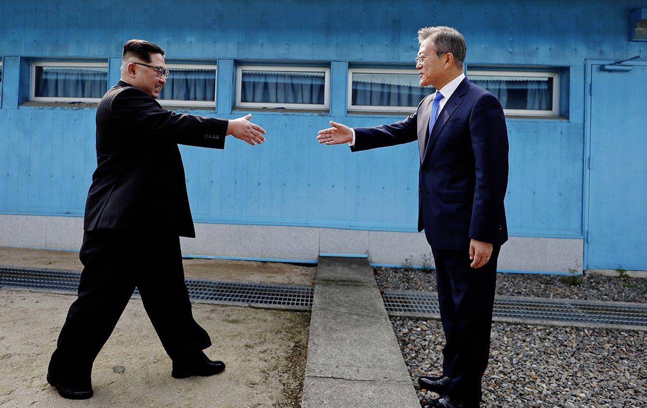 КНДР обрывает все линии связи с Южной Кореей