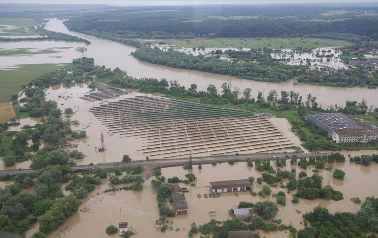 Эвакуация населения, затопленные дороги и трассы: запад Украины охватило наводнение