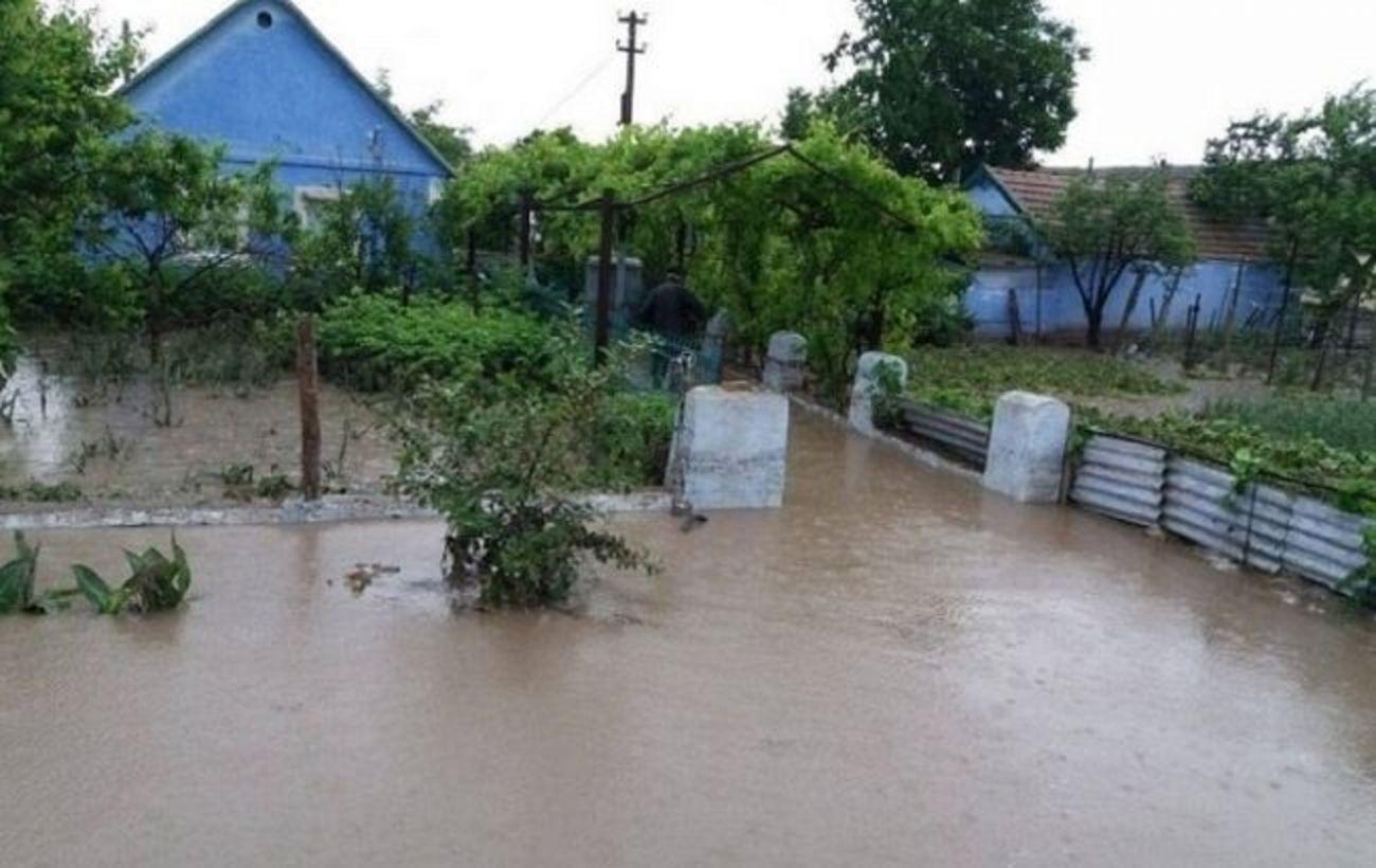 На западе Украины непогода обесточила и подтопила более 100 населенных пунктов, есть погибшие