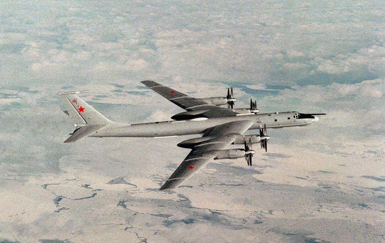 Истребители США перехватили российские Ту-142 возле Аляски