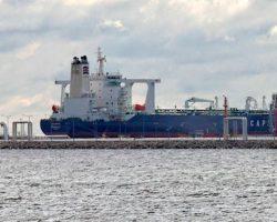 США введет санкции против десятков танкеров за доставку сырья из Венесуэлы, - Reuters