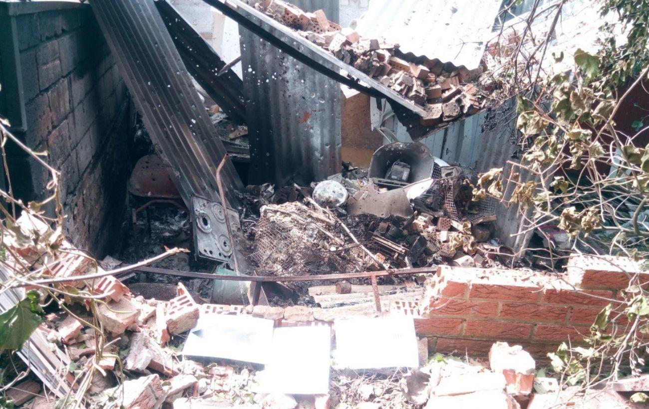 В Широкино мина боевиков попала в жилой дом