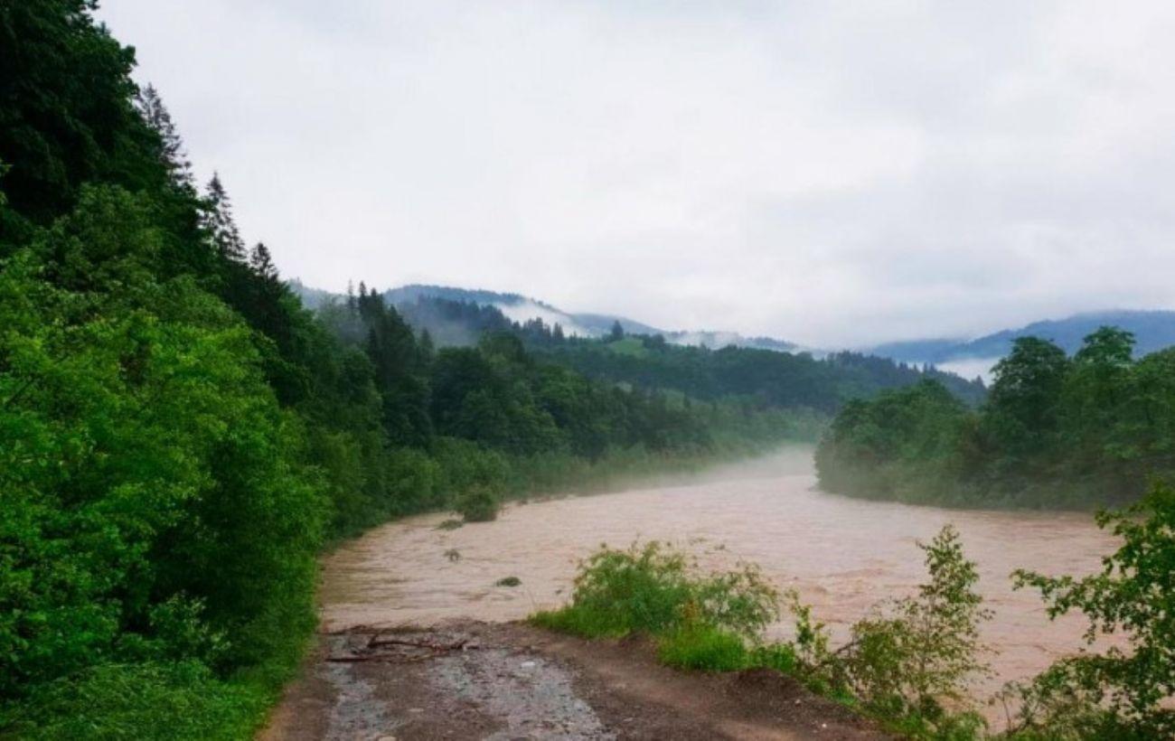 Наводнение в Черновицкой области размыло дороги в нескольких селах