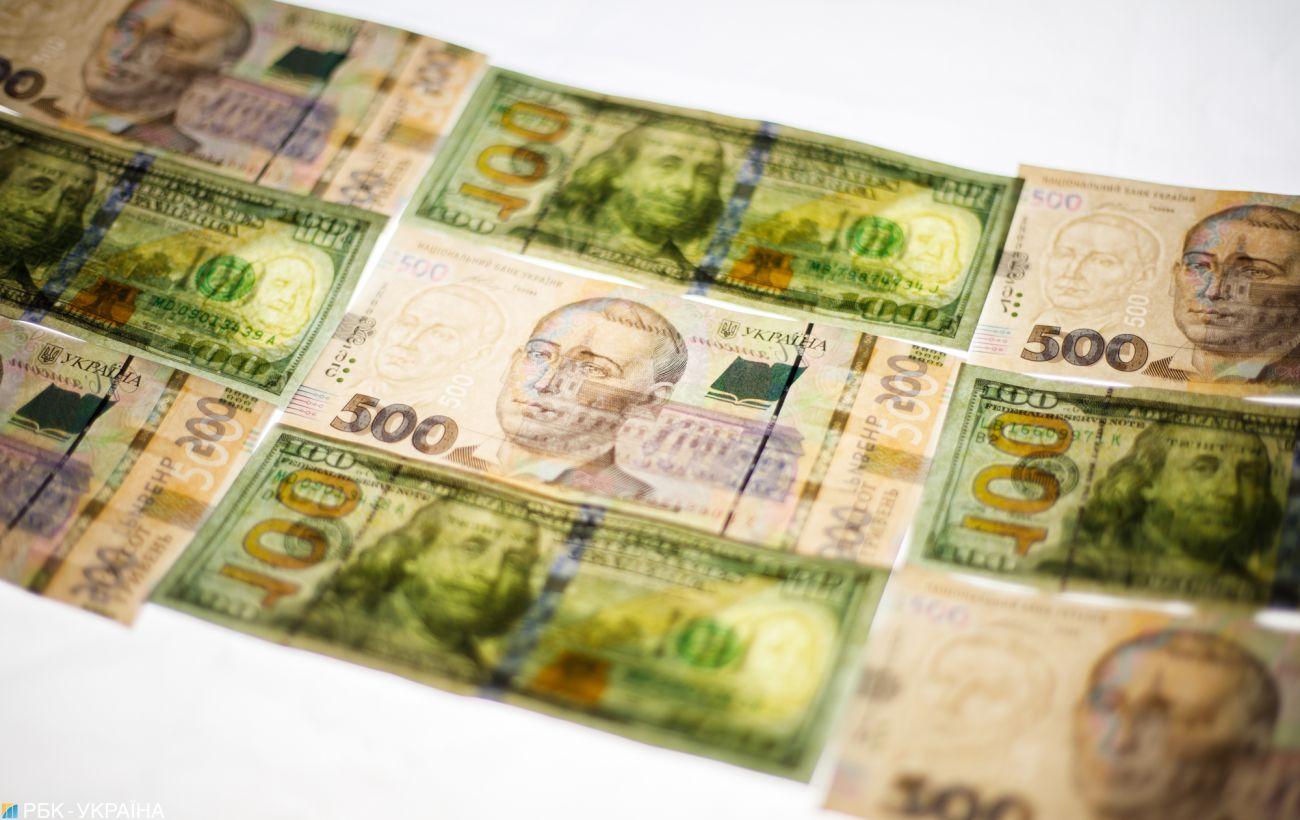 Официальный курс доллара снижается четвертый день подряд