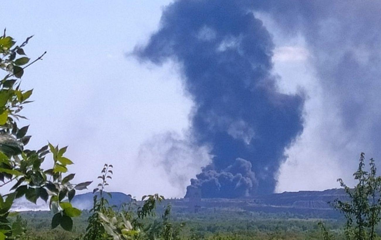 Возможно, горит нефтебаза: возле Донецка возник большой пожар