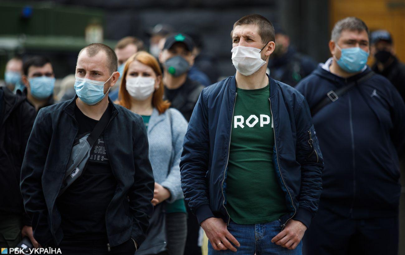 В Украине второй день более 800 новых случаев коронавируса