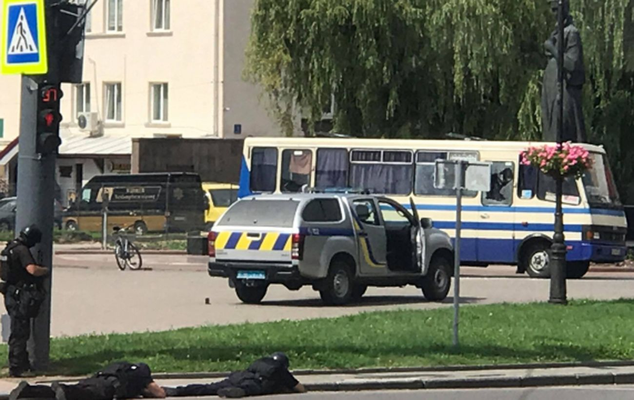 Террорист заявил о ранении одного заложника в Луцке