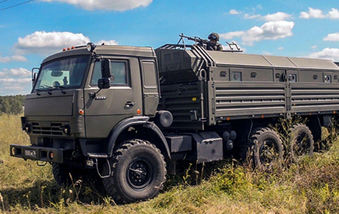 В Крыму заметили колонну военной техники, движущуюся в сторону Симферополя