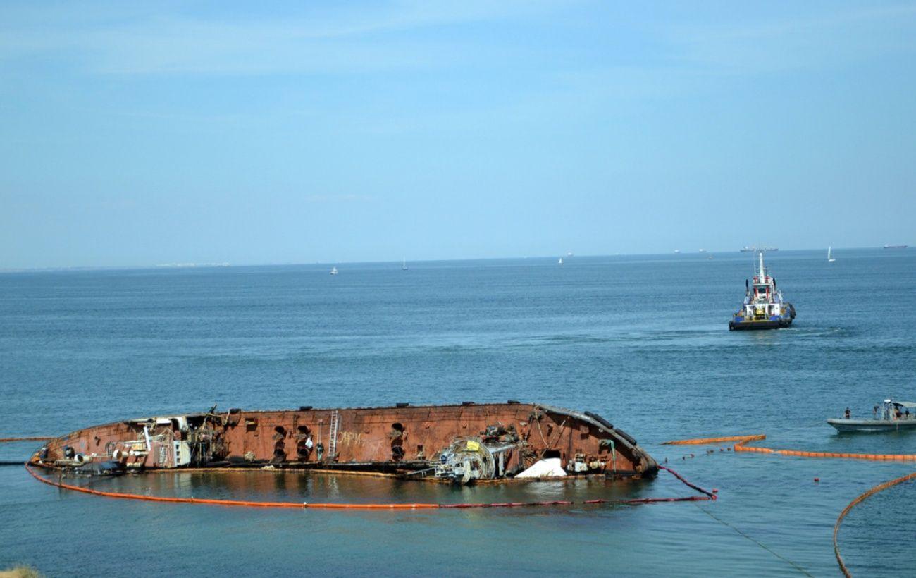 В Одессе снова произошла утечка из танкера: объявили чрезвычайную ситуацию