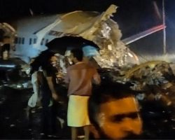Число жертв авиакатастрофы в Индии выросло до 20