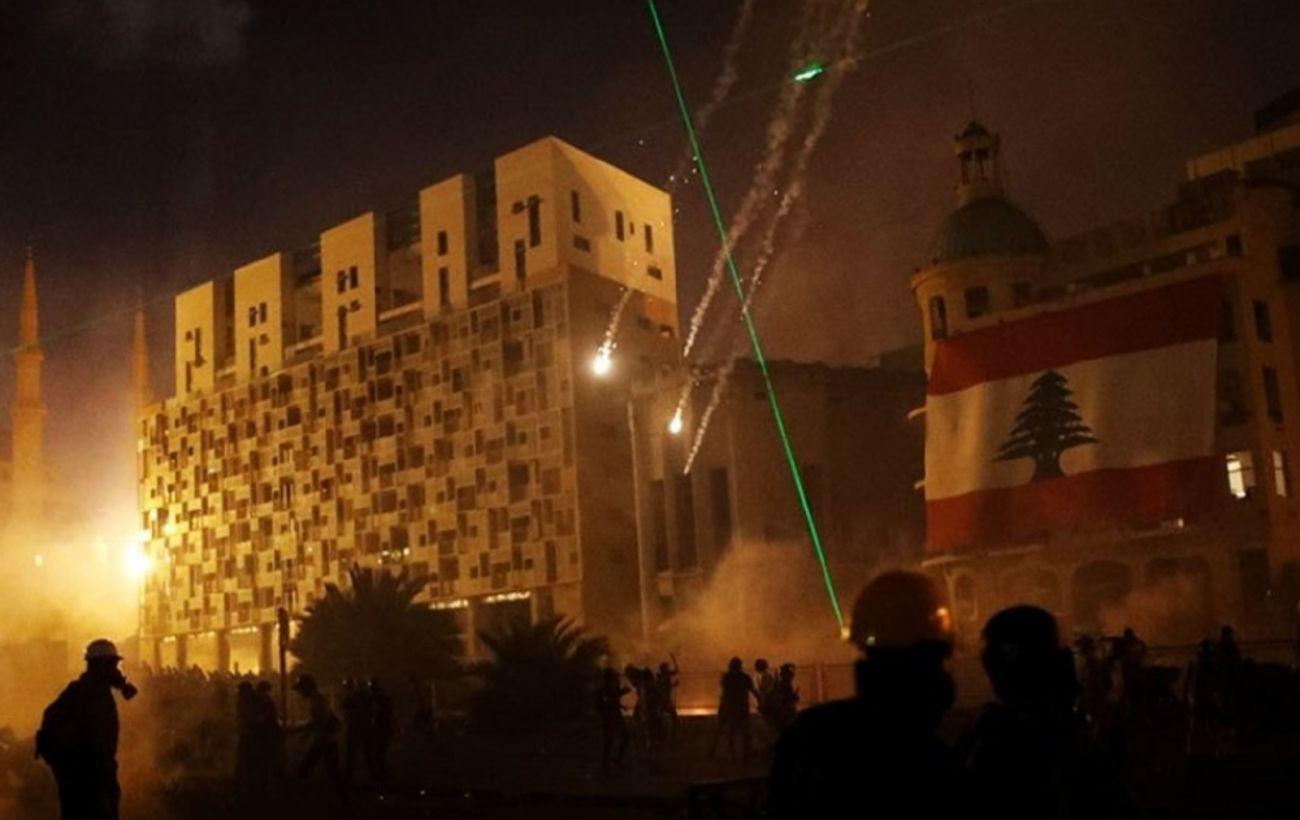 В Бейруте военные вытеснили протестующих из зданий министерств