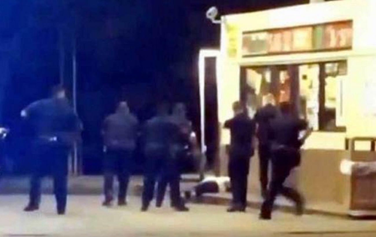 Полицейские застрелили темнокожего мужчину во время задержания в Луизиане
