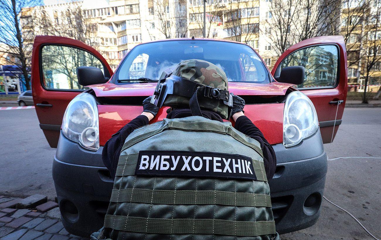 В Киеве перекрыли одну из улиц: возможно минирование автомобиля