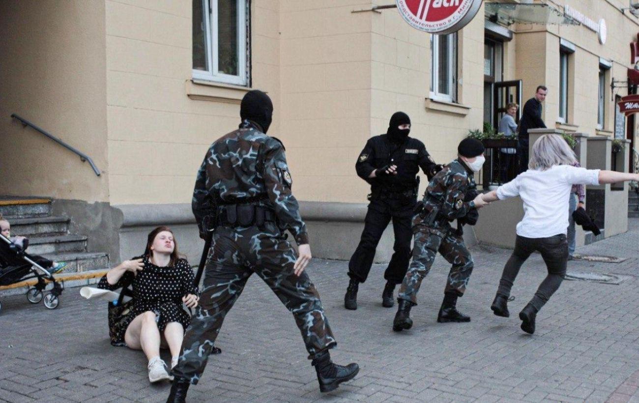 Протесты в Беларуси проходят во всех городах, задержали около 10 человек