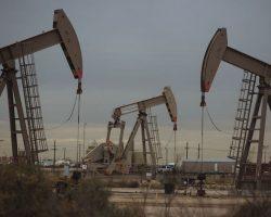 Нефть снижается из-за роста числа случаев заражения коронавирусом