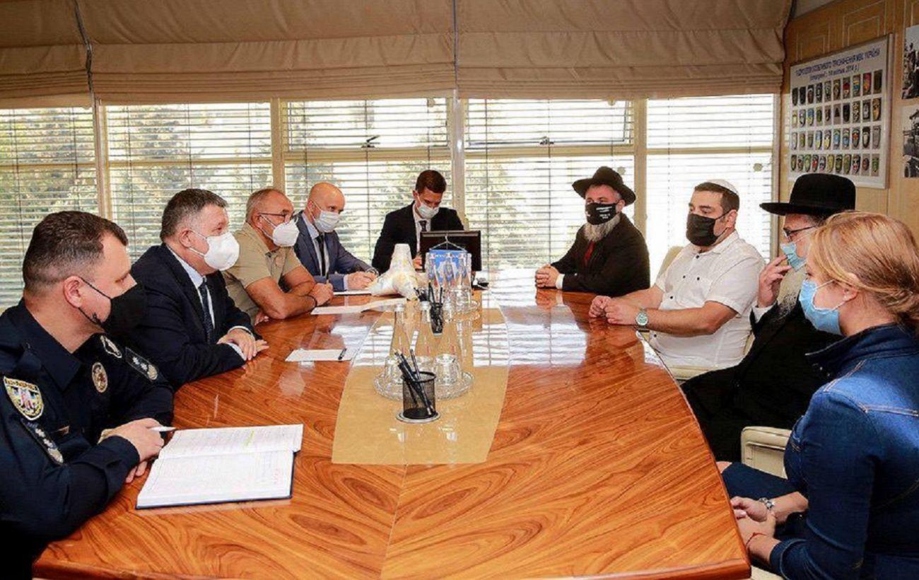 Аваков призывает паломников не провоцировать ситуацию на границе с Украиной