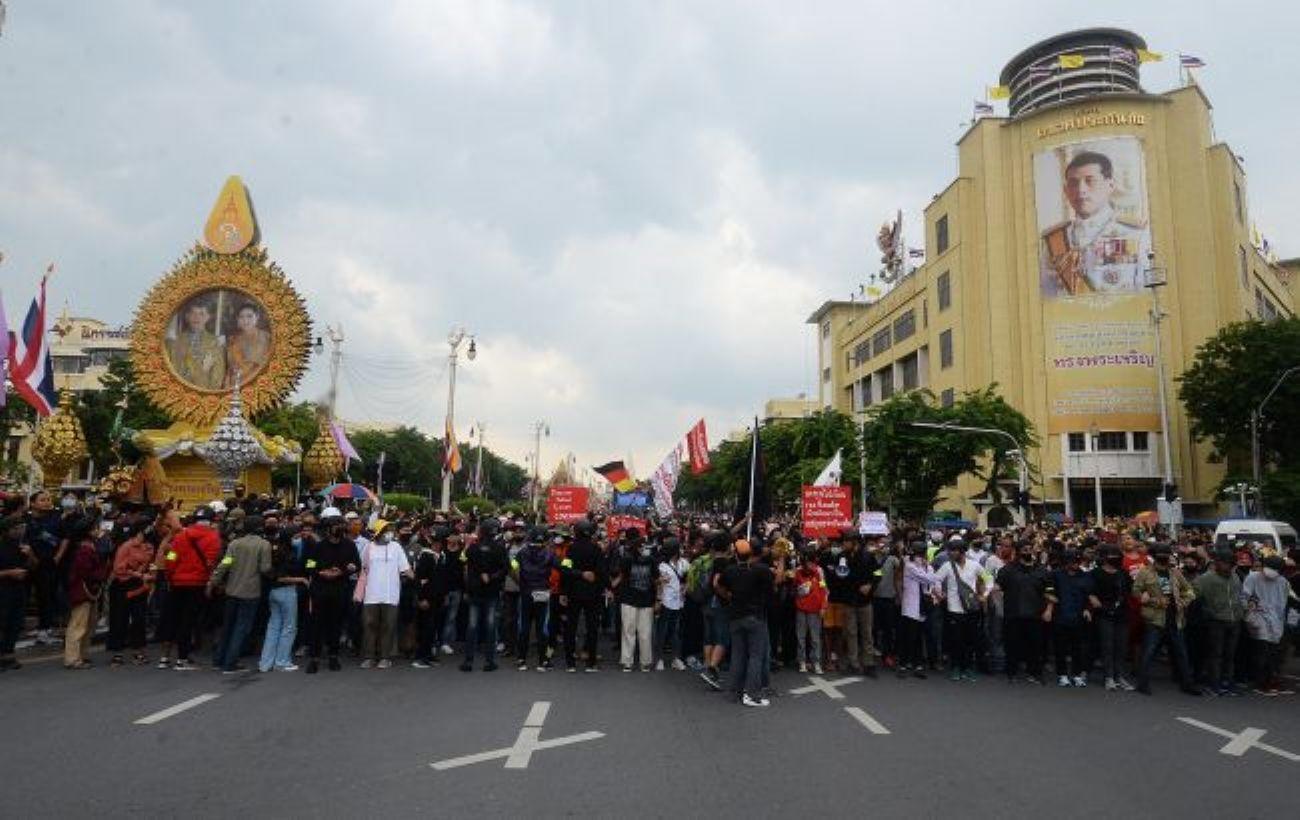 В Таиланде полиция применила водометы против демонстрантов