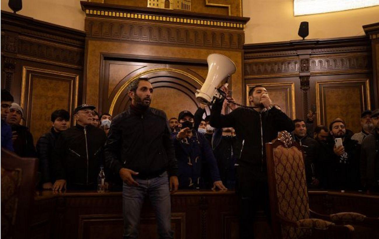 Оппозиция Армении заявила о парламентском кризисе