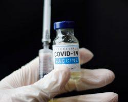 Вакцину от коронавируса Pfizer начали чартерами доставлять по миру