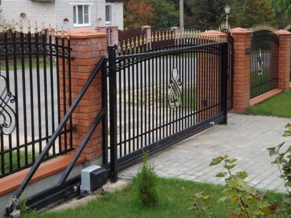 Красивые и качественные кованые откатные ворота