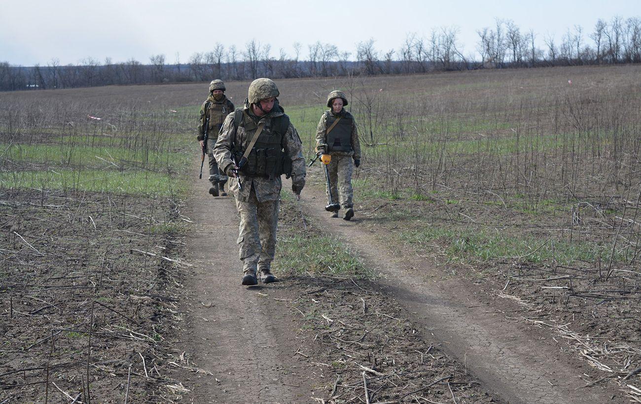 На Донбассе из гранатомета обстреляли военных возле Водяного