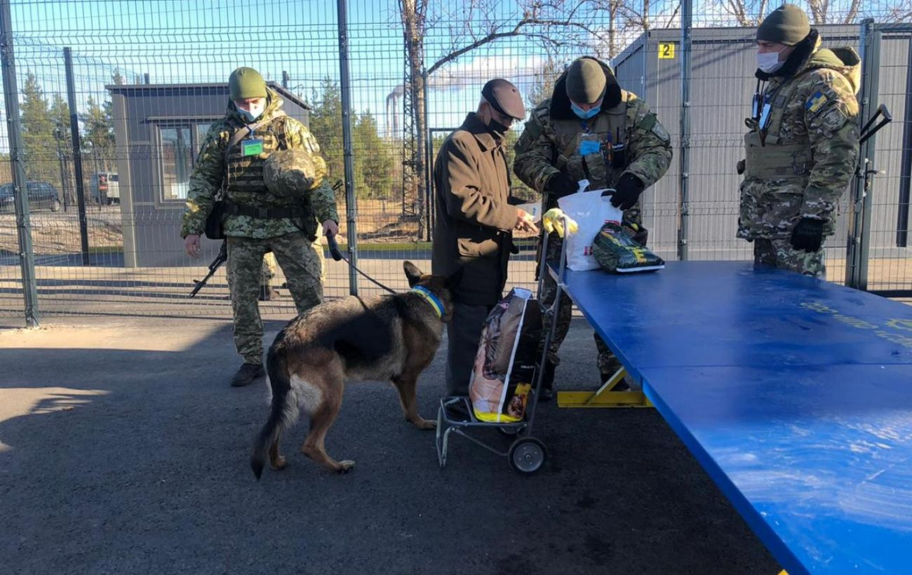 На Донбассе боевики блокируют пропуск граждан на шести из семи КПВВ