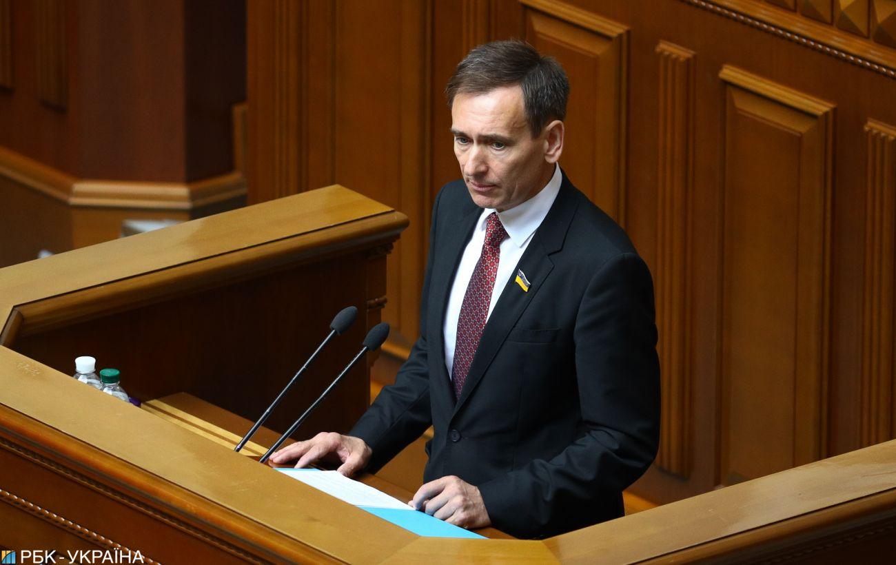 У Тупицкого нет полномочий созывать КСУ после указа президента, - Вениславский