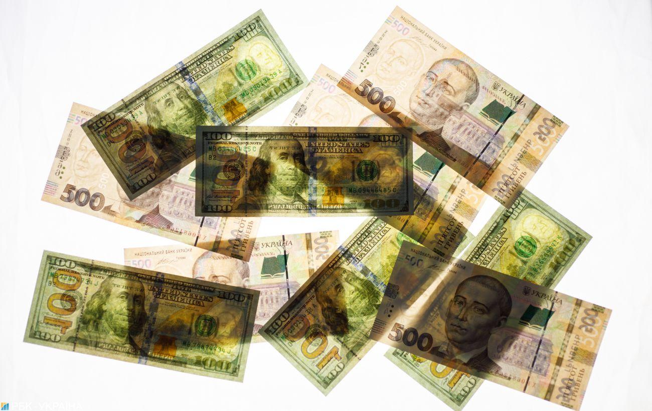 Курс доллара продолжил падение и приблизился к уровню 28 гривен
