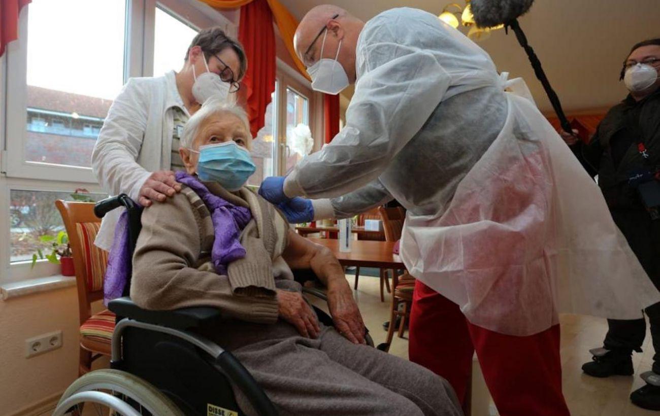 Германия начала вакцинацию от коронавируса
