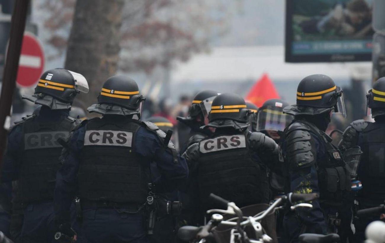В Париже во время протестов задержали 42 человека, восемь полицейских пострадали