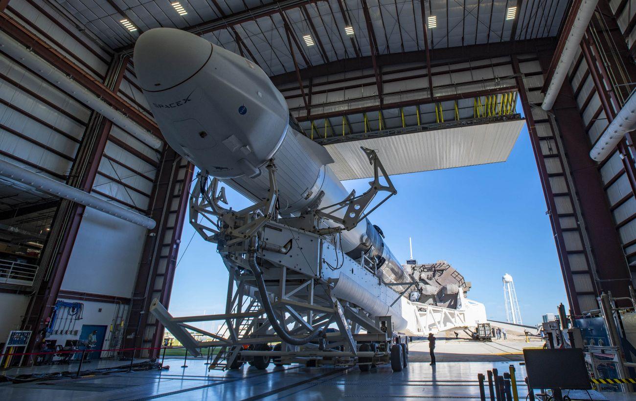 SpaceX запустила на МКС грузовой корабль Dragon 2