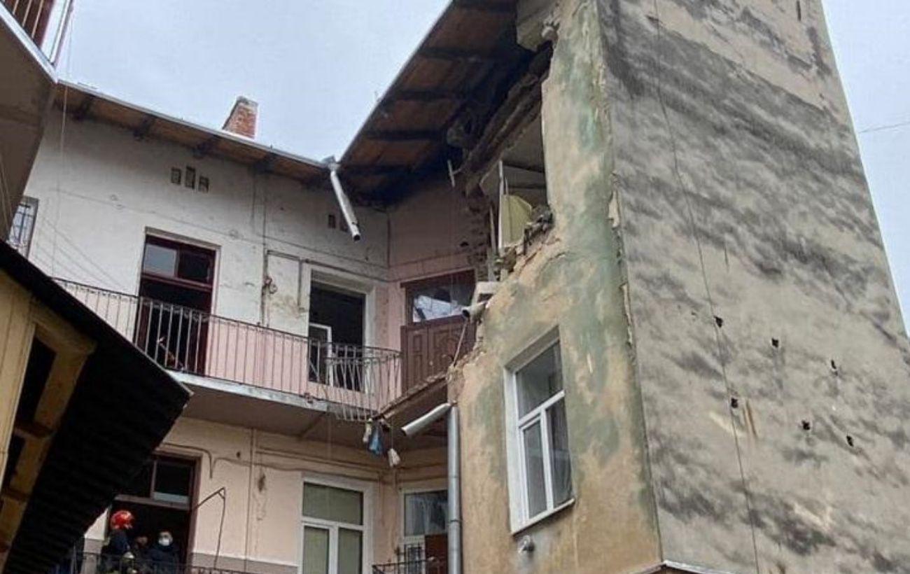 Полиция возбудила дело из-за взрыва в доме во Львове