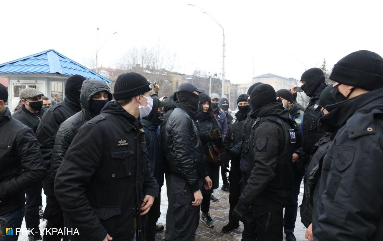 В Киеве на акции за Навального произошли стычки