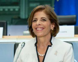 ЕС требует от AstraZeneca поставить заказанную COVID-вакцину в полном объеме