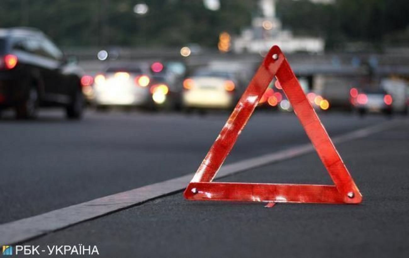 В Киеве пьяный водитель протаранил авто патрульных, есть пострадавшие