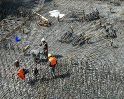 Электрослесарь, каменщик, газосварщик: кому больше всего готовы платить работодатели Киева