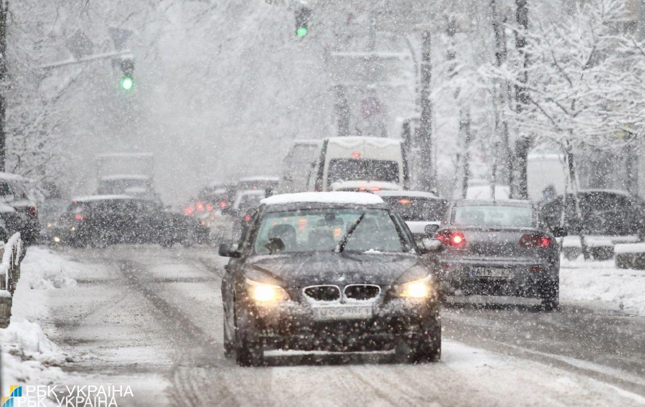 Четвертый день снегопадов в Киеве: идут сильные морозы, школы и ярмарки закрыты