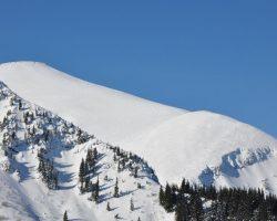 В Карпатах сохраняется угроза схода лавин