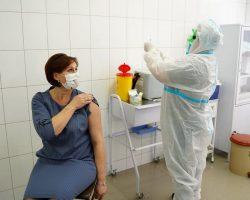 За три дня вакцинации от COVID в Украине привили более 3 000 человек
