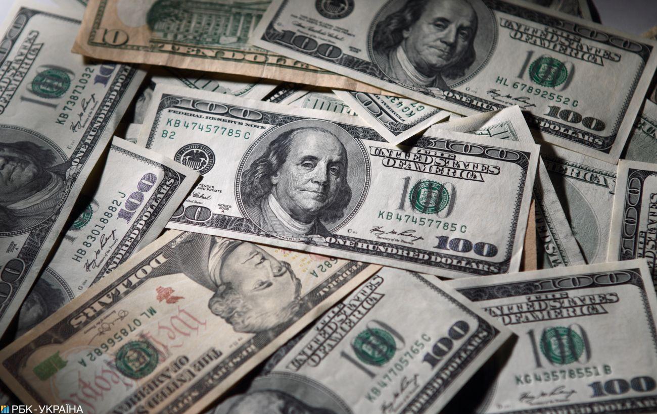 Курс доллара продолжил падение на межбанке