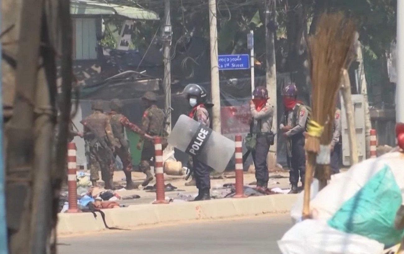 В Мьянме более сотни человек убиты в результате протестов: среди погибших женщины и дети