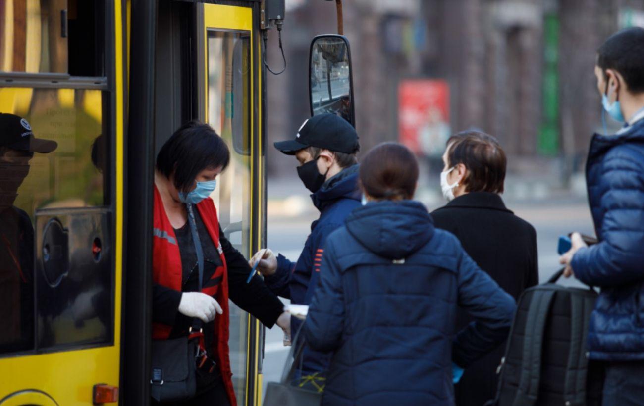 В Киеве разрешили перевозить больше пассажиров в общественном транспорте