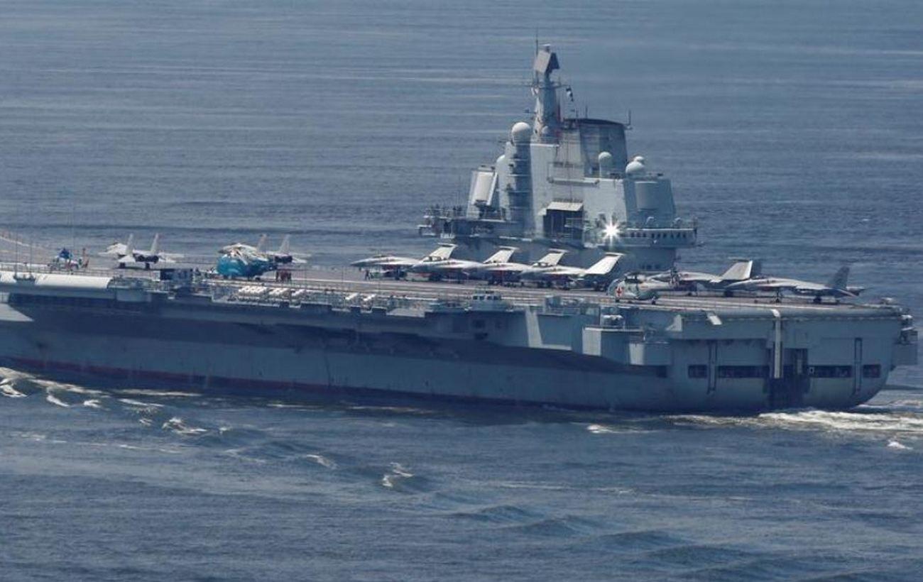 Китай устроил учения авианосной группы возле Тайваня