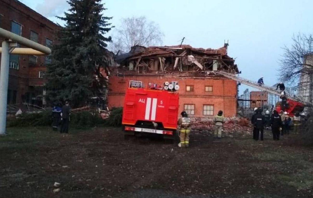 В России обрушилась часть стены ТЭЦ, из-под завалов достают людей