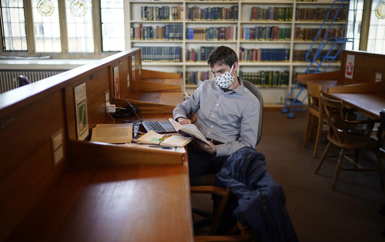 Венгрия после протестов на месяц отложила открытие школ