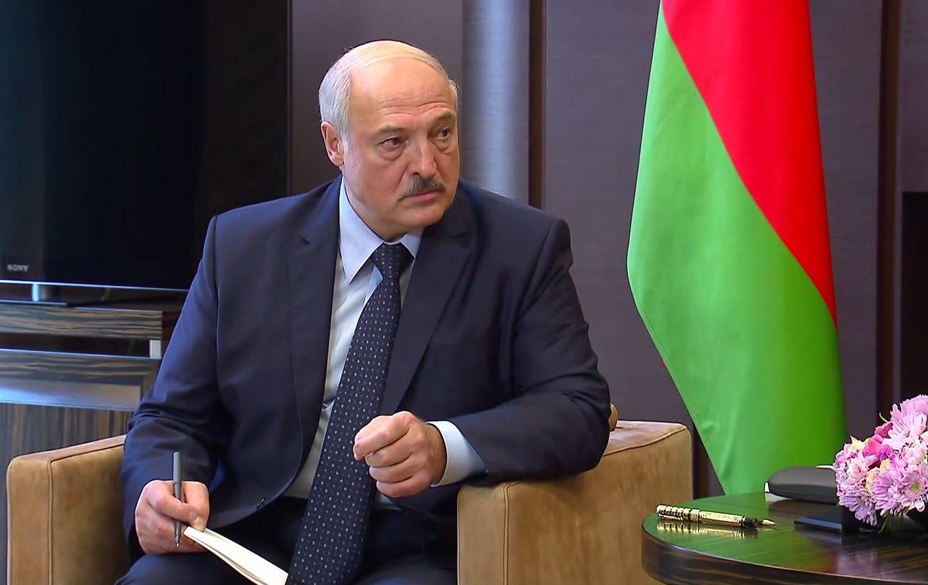 Лукашенко: Зеленскому уже пора научится вести себя дипломатично