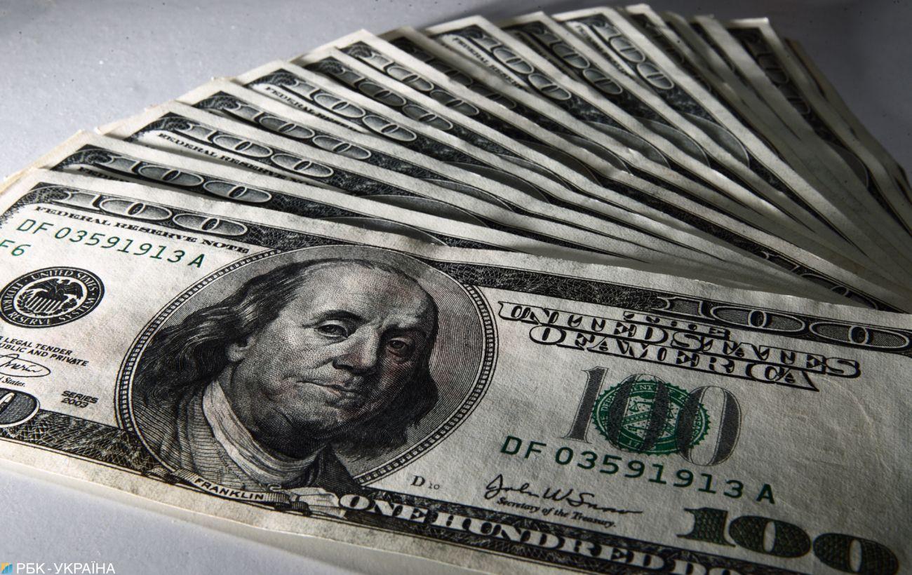 Курс доллара ускорил снижение на межбанке